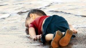 Syrisch-jongetje-spoelt-aan-op-het-strand-e1441262042294